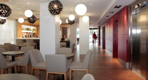 5-HPH140---HOTEL-BEAU-SITE---Salon---LOURDES.JPG