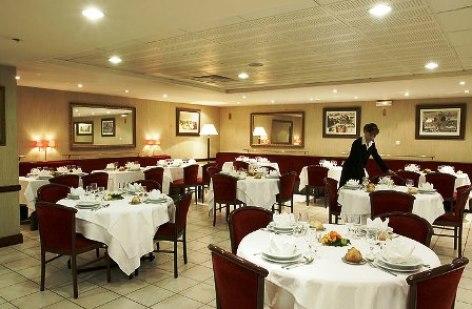 5-Hotel-Solitude-restaurant.jpg