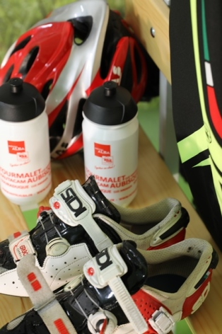 13-HOTMID065FS0009A-espace-cyclo-chaussure---bouteille.JPG