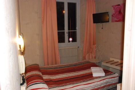 6-Lourdes-hotel-acropolis-chambre-double.JPG