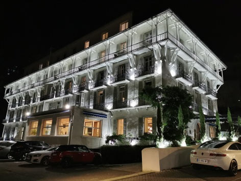 4-HPH148---GRAND-HOTEL-BELFRY---Exterieur-nuit---LOURDES.jpg