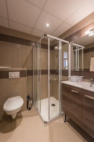 4-HPH64---HOTEL-ARDIDEN---LUZ---Salle-d-eau.jpg
