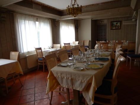13-HPH32-Hotel-Mir-petite-salle-de-restau.jpg