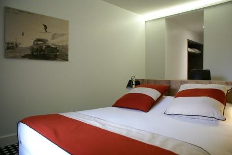 17-HOTEL-MIR-LA-PERGOLA-CHAMBRE-DOUBLE-LIT-AU-CENTRE-4.JPG
