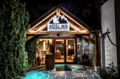 2-ENTREE-HOTEL-MIR-DE-NUIT.jpg