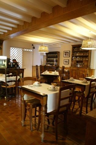 20-HOTEL-MIR-LA-PERGOLA-SALLE-PETITS-DEJEUNERS3.JPG