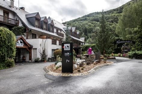 22-HOTEL-MIR-RESTAURANT-LA-PERGOLA-ENTREE-PRINCIPALE.jpg