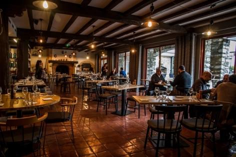 22-HotelMirNov19--1-sur-61--Salle-du-restaurant-WEB-97e55785d78e407ca929304e7d6a7320.jpg