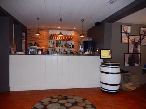 4-HPH32-Hotel-Mir-bar.jpg