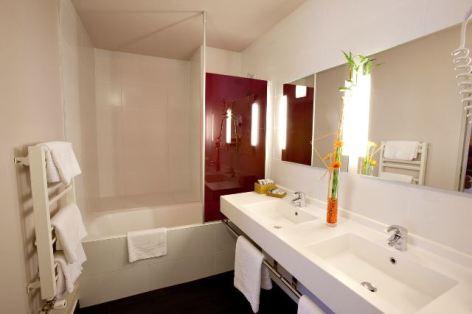 7-HPH17-Mercure-salle-de-bains-Frederic-Maligne.jpg