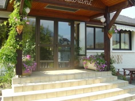 1-entree1-hotellesrochers-saintsavin-hautespyrenees.jpg