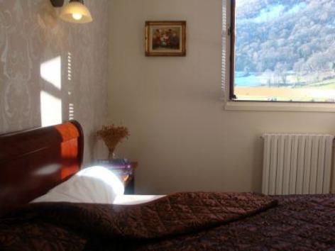 10-chambre3-hotellesrochers-saintsavin-hautespyrenees.jpg
