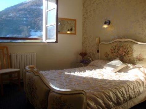 12-chambre2-hotellesrochers-saintsavin-hautespyrenees.jpg