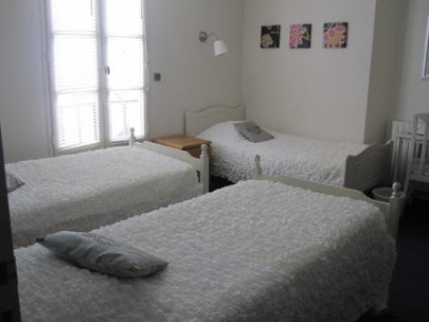 13-chambre1-hotellesrochers-saintsavin-hautespyrenees.jpg.JPG
