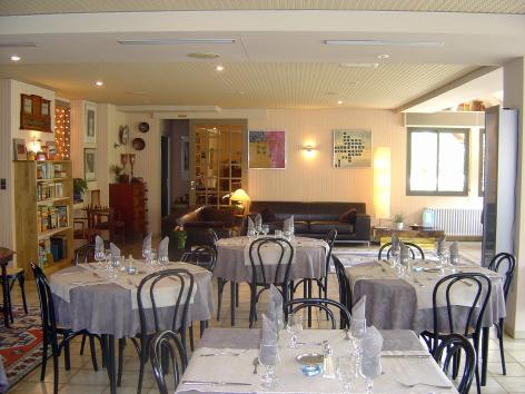 2-sallerestaurant2-hotellesrochers-saintsavin-hautespyrenees.jpg