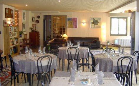 3-sallerestaurant1-hotellesrochers-saintsavin-hautespyrenees.jpg
