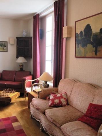 7-salon2-hotellesrochers-saintsavin-hautespyrenees.jpg.JPG