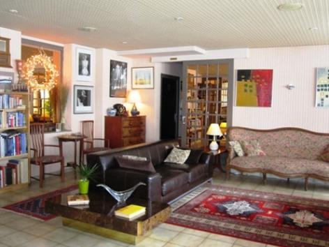 8-salon-hotellesrochers-saintsavin-hautespyrenees.jpg.JPG