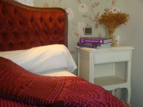 9-chambre1-hotellesrochers-saintsavin-hautespyrenees.jpg