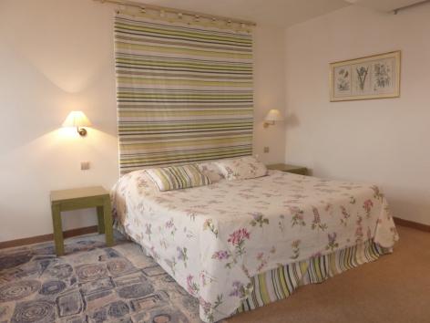 0-HPH10---Hotel-Le-Viscos---Chambre.JPG