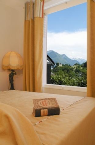 5-chambre-hotelleviscos-saintsavin-hautespyrenees.jpg