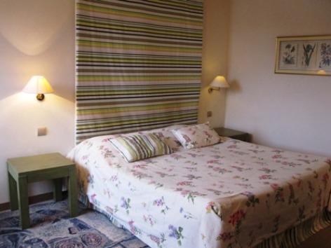 6-chambre1-hotelleviscos-saintsavin-hautespyrenees.jpg-LeViscos.jpg.JPG
