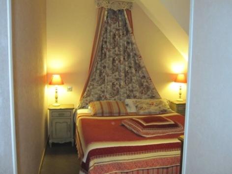 8-chambre2-hotelleviscos-saintsavin-hautespyrenees.jpg-LeViscos.jpg.JPG