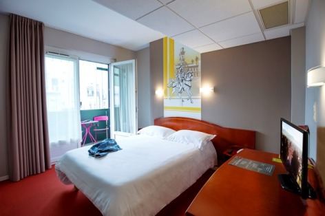1-Hotel-de-la-Marne-Tarbes-chambre-confort.jpg