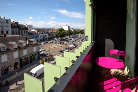 2-Balcon-d-une-chambre-avec-vue-sur-la-ville.jpg