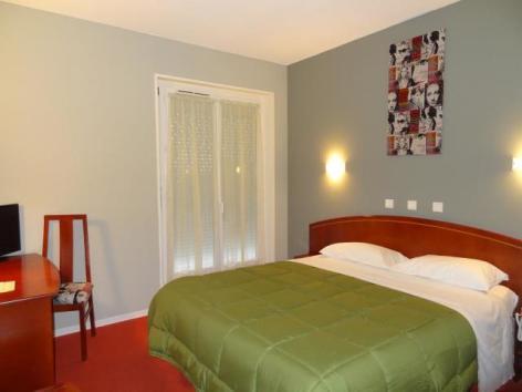 3-Chambre-confort-terrasse-sur-cour.JPG