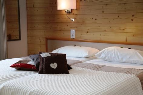 7-HPH18---HOTEL-AURELIA---VIELLE-AURE---Chambre.JPG