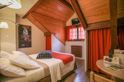 8-HPH18---HOTEL-AURELIA---VIELLE-AURE---Chambre-10-2.jpg