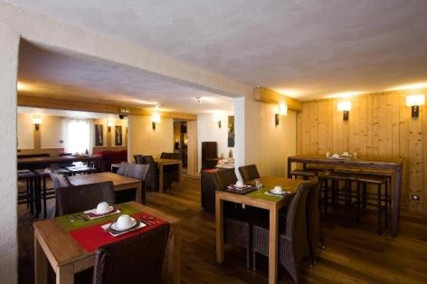 0-HPH33---HOTEL-LA-NESTE-DE-JADE---restauration-2.jpg