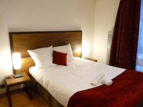 1-HPH33---HOTEL-LA-NESTE-DE-JADE---chambre1.jpg
