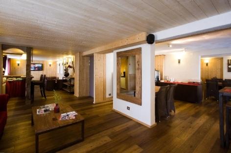 7-HPH33---HOTEL-LA-NESTE-DE-JADE---interieur3.jpg