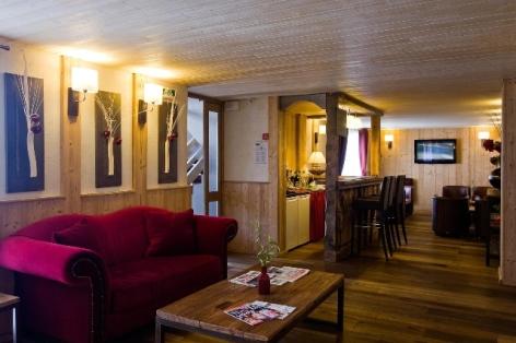 8-HPH33---HOTEL-LA-NESTE-DE-JADE---interieur2.jpg