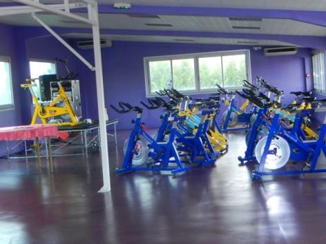 13-HPH130-Hotel-du-Casino-salle-de-bike.jpg