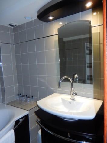 4-HPH130-Hotel-du-Casino-ch-famille-sdb--2-.jpg