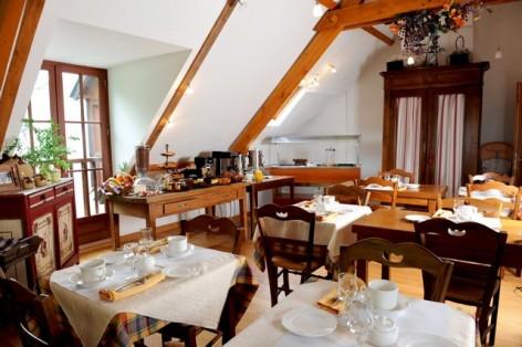 3-HPH14---La-Grange-aux-Marmottes---coin-repas--2-.jpg