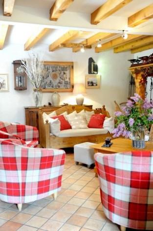 4-HPH14---La-Grange-aux-Marmottes---salon--1--2.jpg