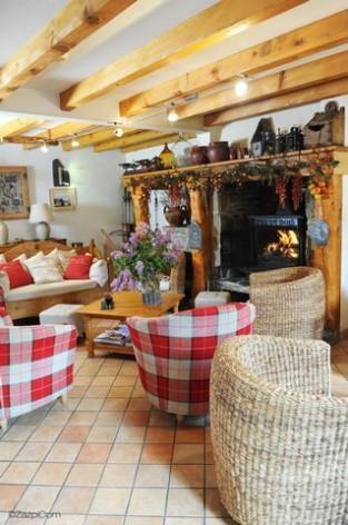 7-HPH14---La-Grange-aux-Marmottes---salon-cheminee--3-.jpg