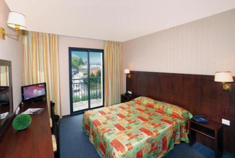 1-Lourdes-hotel-Gloria-Avenue--2--2.jpg
