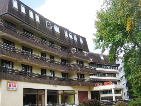 0-Facade-hotel-du-laca-2.jpg