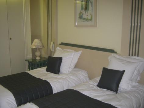 6-Chambre-twin-hotel-du-laca.jpg