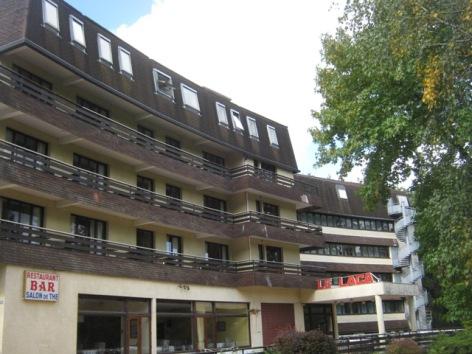 7-Facade-hotel-du-laca.jpg