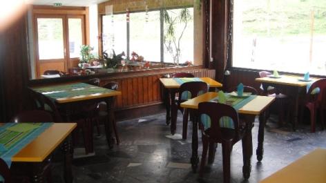 1-salle-de-restaurant-des-cimes.JPG