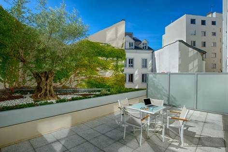 5-HPH19---HOTEL-LE-REX---TARBES---Terrasse-CH-Suite.jpg