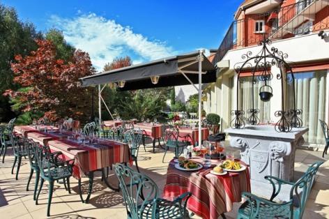 10-hotel-bestwestern-beausejour-lourdes-terrasse-restaurant-fontaine.jpg