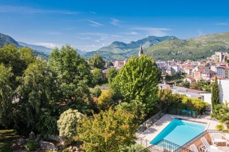 12-hotel-bestwestern-beausejour-lourdes-piscine-vue-ville-pyrenees.jpg