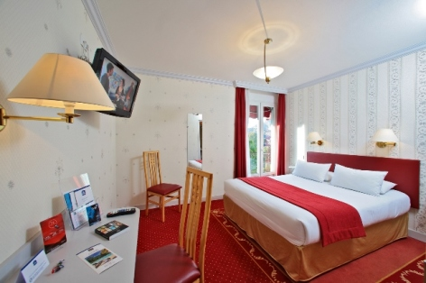 5-hotel-bestwestern-beausejour-lourdes-chambre-privilege-double-balcon.JPG